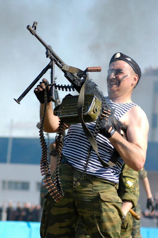 Lính Thủy quân lục chiến của Hạm đội Bắc Hải quân Nga tại Severomorsk - Sputnik Việt Nam