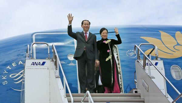 Trưa 29/5/2017, Chủ tịch nước Trần Đại Quang và Phu nhân cùng Đoàn đại biểu Cấp cao Việt Nam đến Thủ đô Tokyo, bắt đầu chuyến thăm cấp Nhà nước đến Nhật Bản. - Sputnik Việt Nam