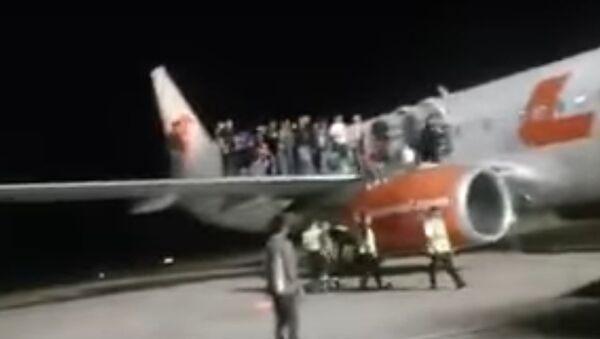 11 người bị thương trong vụ hoảng loạn trên máy bay Indonesia - Sputnik Việt Nam