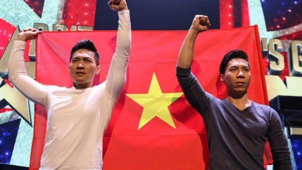 Quốc Cơ - Quốc Nghiệp có tiết mục nguy hiểm ở đêm thi. - Sputnik Việt Nam