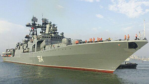 """Đại chiến hạm chống tàu ngầm """"Đô đốc Tributs"""" của Hạm đội Thái Bình Dương tại Cam Ranh - Sputnik Việt Nam"""