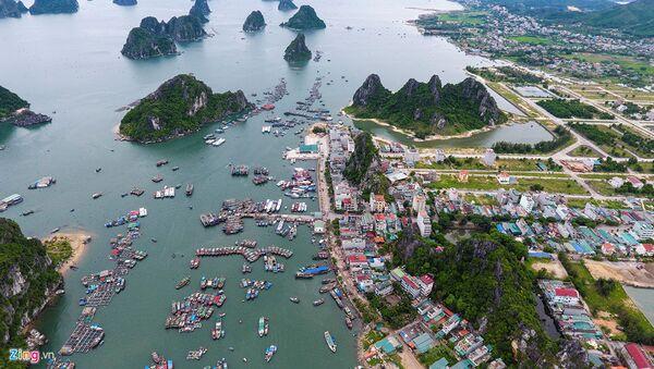 Cảng Cái Rồng nằm ở phía đông thị trấn Cái Rồng, huyện Vân Đồn, tỉnh Quảng Ninh, nhìn ra vịnh Bái Tử Long và cách thành phố Hạ Long khoảng 50 km. - Sputnik Việt Nam