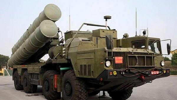 Xe mang phóng tự hành thuộc tổ hợp tên lửa phòng không S-300PMU-1 của Việt Nam - Sputnik Việt Nam