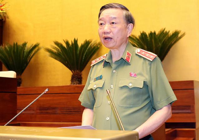 Thượng tướng Tô Lâm - bộ trưởng Bộ Công an - báo cáo về dự thảo Luật công an nhân dân sửa đổi sáng 7-6