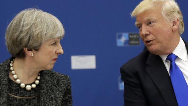Tổng thống Hoa Kỳ Donald Trump và Thủ tướng Anh Theresa May - Sputnik Việt Nam