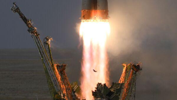 Phóng tên lửa đẩy Soyuz-FG với tàu vũ trụ có người lái Soyuz-MS 09 từ bệ phóng của sân bay vũ trụ Baikonur - Sputnik Việt Nam