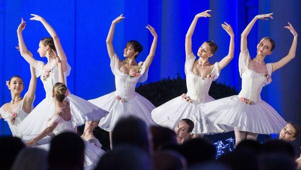 Buổi trình diễn của các nghệ sĩ tại Liên hoan quốc tế XII Từ tiếng Nga vĩ đại tại Crưm - Sputnik Việt Nam
