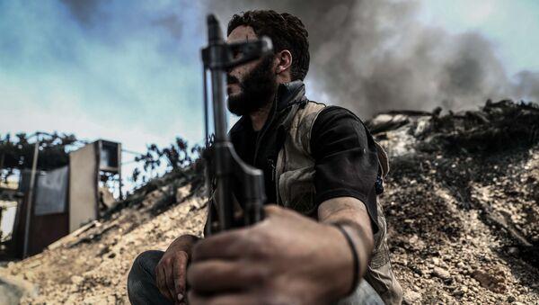 Боевик из коалиция сирийских повстанцев исламистского направления Джейш аль-Ислам в Сирии. Архивное фото - Sputnik Việt Nam