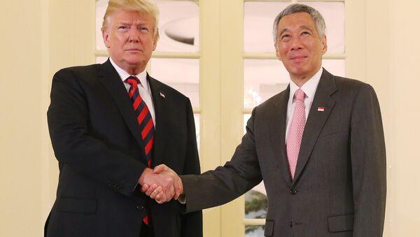 Tổng thống Donald Trump gặp Thủ tướng Singapore Lý Hiển Long - Sputnik Việt Nam