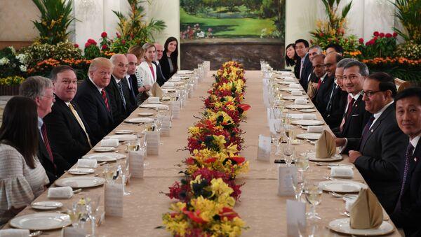 Ông Trump làm việc thông trưa với Thủ tướng Singapore Lý Hiển Long - Sputnik Việt Nam