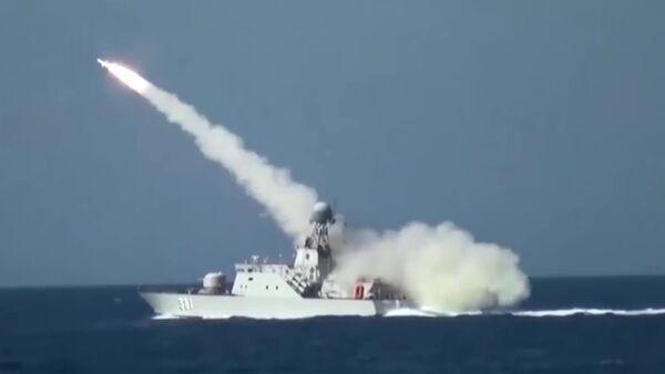 Tàu BPS-500 số hiệu 381 bắn tên lửa Kh-35 Uran-E - Sputnik Việt Nam