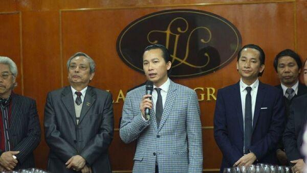 Ông Vọng và Ông Vân (đứng bên trái ông Vọng) - Sputnik Việt Nam