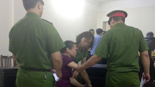 Người phụ nữ ngã quỵ, òa khóc sau khi nhận án tử hình - Sputnik Việt Nam