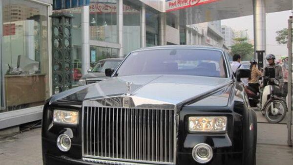 Ông Vọng được cho đang sở hữu xe Rolls-Royce biển số 15555.  - Sputnik Việt Nam