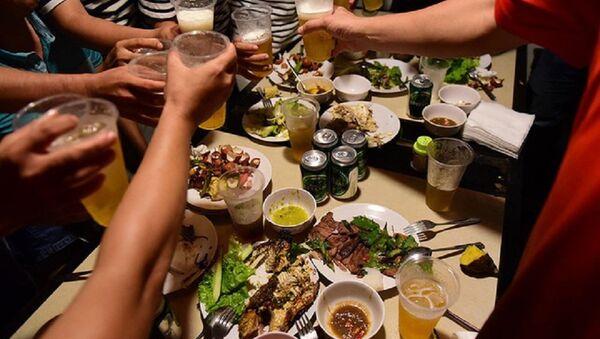 Văn hóa nhậu bia rượu của người Việt. - Sputnik Việt Nam