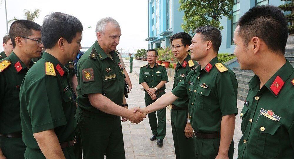 Sáng 15/6/2018, tại Hà Nội, Đoàn công tác của Bộ Quốc phòng Liên bang Nga, do Trung tướng Sergey Vasilyevich Kuralenko, Phó Tư lệnh Lục quân Liên bang Nga làm trưởng đoàn, đến thăm và làm việc với Cục Gìn giữ hòa bình Việt Nam.