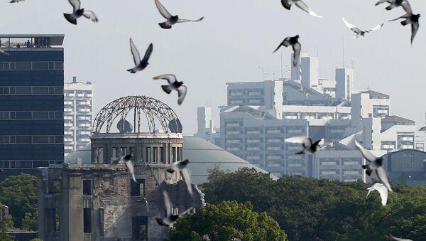 Chim bồ câu tại Đài tưởng niệm Hòa bình ở Hiroshima. Lễ kỉ niệm 70 năm vụ thả bom nguyên tử - Sputnik Việt Nam
