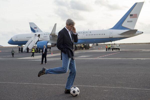 Ngoại trưởng Hoa Kỳ John Kerry trong trận bóng năm 2014 - Sputnik Việt Nam