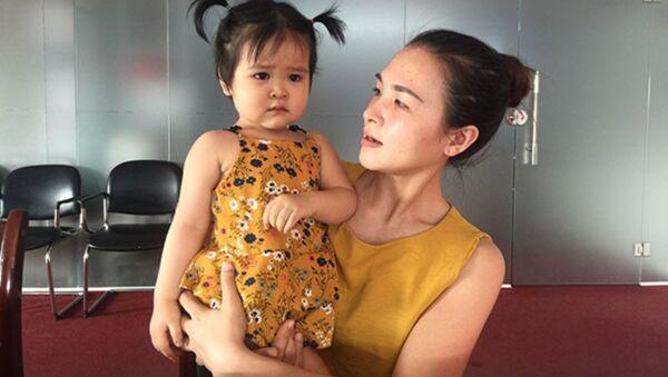 Sau khi phẫu thuật tim xong cha mẹ bé tặng lại cho những người nghèo khác gần 50 triệu đồng. - Sputnik Việt Nam