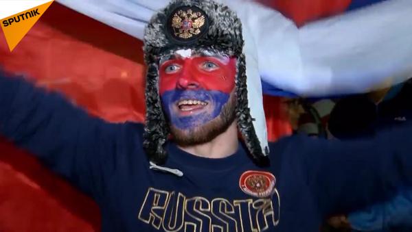 Bài ca, điệu múa và vui lễ hội thâu đêm: Nước Nga mừng chiến thắng của đội tuyển quốc gia - Sputnik Việt Nam