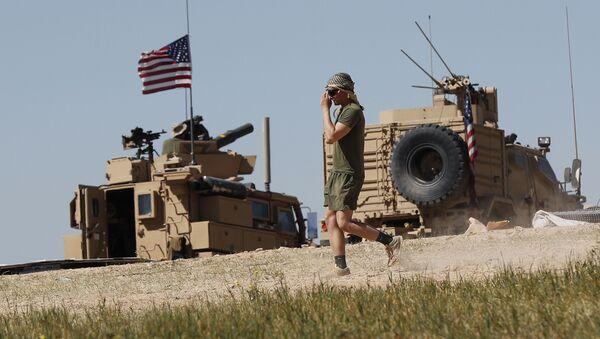 Binh sĩ Mỹ tại trận địa ở thành phố Manbij miền bắc Syria - Sputnik Việt Nam