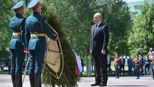 Tổng thống Putin đặt vòng hoa tại Mộ người lính vô danh - Sputnik Việt Nam