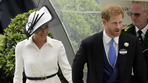 Nữ công tước xứ Sussex Meghan Markle và Hoàng tử Anh Harry tại cuộc đua ngựa hoàng gia ở Ascot - Sputnik Việt Nam