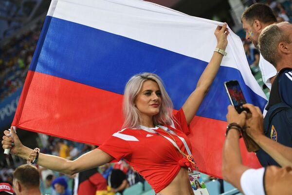 Fan nữ trước trận đấu vòng bảng World Cup giữa Đức và Thụy Điển - Sputnik Việt Nam