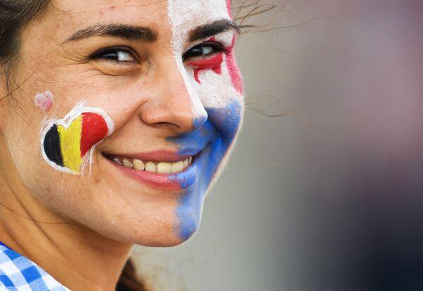 Nữ cổ động viên trước khi bắt đầu trận đấuvòng bảng World Cup giữa đội tuyển Bỉ và Panama - Sputnik Việt Nam