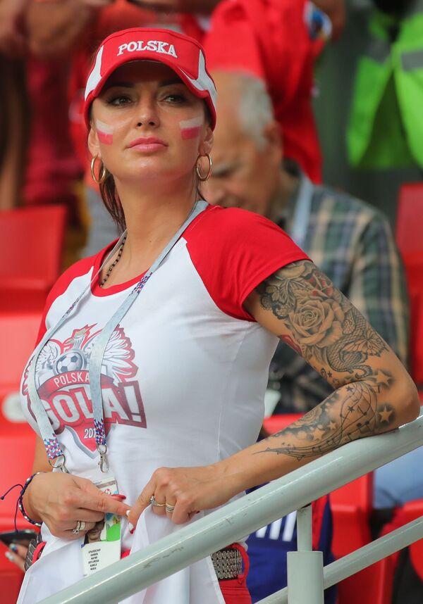 Fan nữ của đội tuyển quốc gia Ba Lan trong trận đấu vòng bảng World Cup giữa hai đội Ba Lan và Senegal - Sputnik Việt Nam