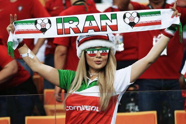 Fan nữ Iran tại trận đấu vòng bảng World Cup giữa hai đội tuyển quốc gia Iran và Bồ Đào Nha. - Sputnik Việt Nam