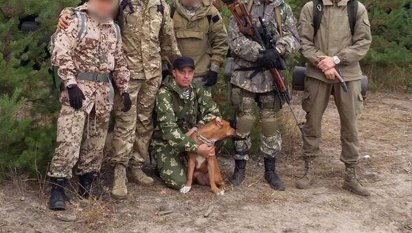 Tập trung huấn luyện đơn vị 3066 («Tiểu đoàn mang tên Kulchitsky»). Phía dưới là Sergei Sanovski - Sputnik Việt Nam