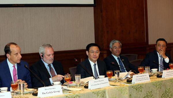 Phó Thủ tướng Vương Đình Huệ làm việc với Lãnh đạo Phòng Thương mại Hoa Kỳ. - Sputnik Việt Nam