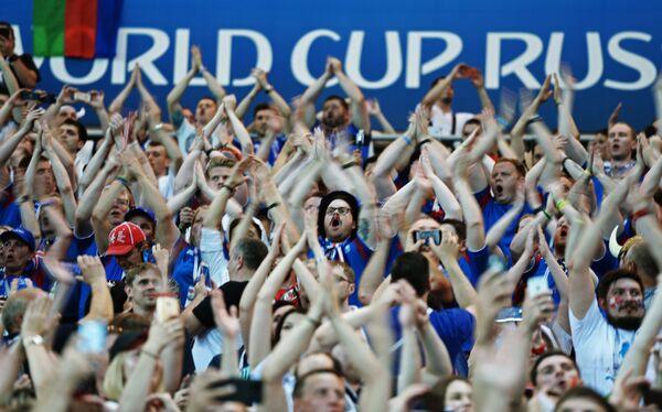Người hâm mộ đội tuyển quốc gia Iceland tại trận đấu vòng bảng World Cup giữa hai đội Iceland và Croatia - Sputnik Việt Nam