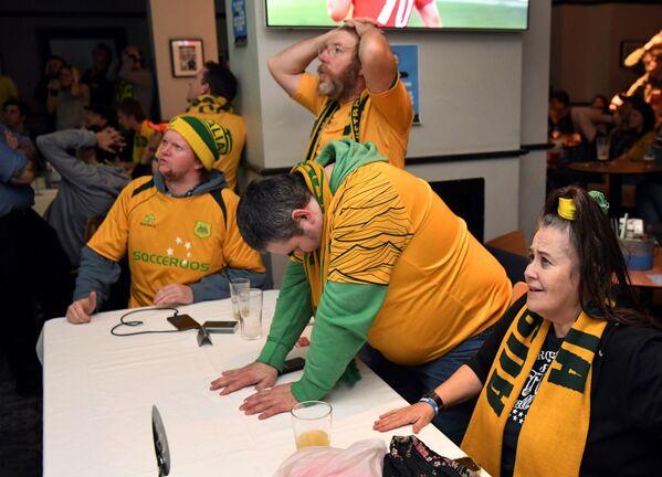 Người hâm mộ đội tuyển quốc gia Úc trong trận đấu vòng bảng World Cup FIFA  giữa các đội tuyển quốc gia Peru và Úc tại Melbourne - Sputnik Việt Nam