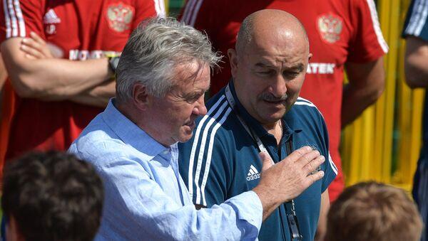 Guus Hiddink và Stanislav Cherchesov - Sputnik Việt Nam