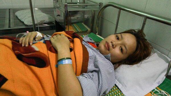 Cô Mai nằm viện điều trị vì bị phụ huynh đánh thủng màng nhĩ. - Sputnik Việt Nam