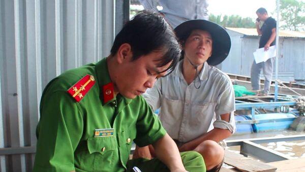 Công an lấy lời khai từ người dân - Sputnik Việt Nam