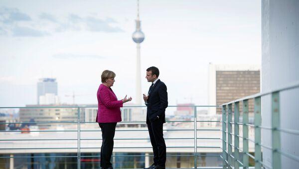 Angela Merkel và Emmanuel Macron - Sputnik Việt Nam