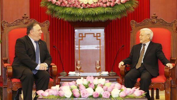 Chiều 8/7/2018, tại Trụ sở Trung ương Đảng, Tổng Bí thư Nguyễn Phú Trọng tiếp Ngoại trưởng Hoa Kỳ Mike Pompeo thăm chính thức Việt Nam. - Sputnik Việt Nam