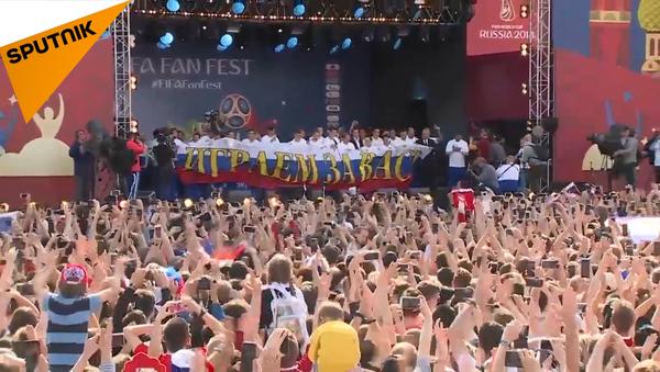 Lời chào của hàng nghìn người hâm mộ đón gặp đội tuyển Nga - Sputnik Việt Nam