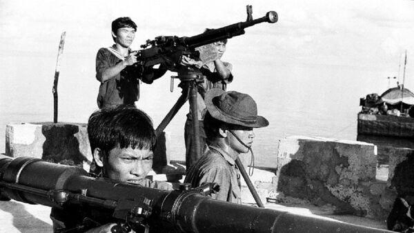 Tập trận bắn đạn thật trên đảo Thuyền Chài. - Sputnik Việt Nam
