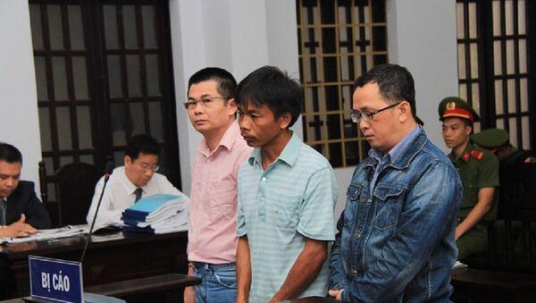 Từ trái qua, bị cáo Trần Minh Lợi, Huỳnh Kim Cao Trí và Nguyễn Văn Phúc - Sputnik Việt Nam