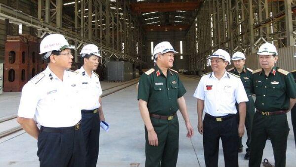 Thượng tướng Bế Xuân Trường thăm, kiểm tra nhà xưởng sửa chữa tàu mặt nước của Nhà máy - Sputnik Việt Nam