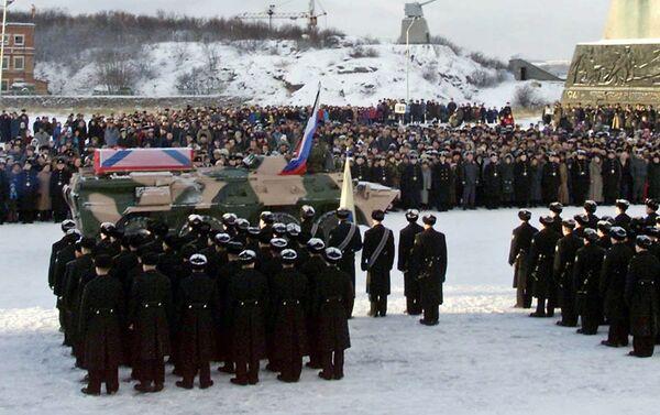 """Buổi lễ tưởng niệm thủy thủ đoàn của tàu ngầm """"Kursk"""" ở cảng Severomorsk - Sputnik Việt Nam"""