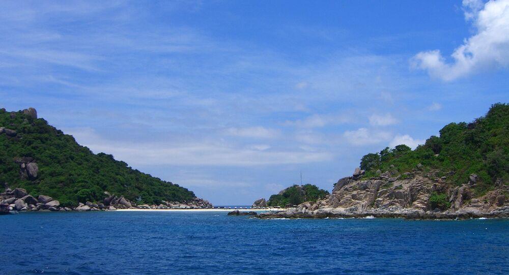 Đảo ở Biển Đông