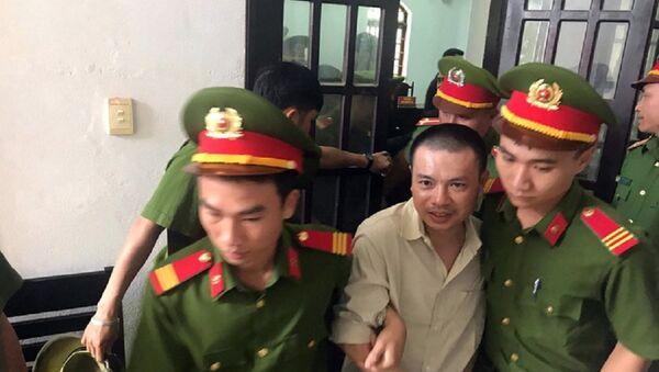 Ông Đặng Văn Hiến sau phiên tòa phúc thẩm - Sputnik Việt Nam