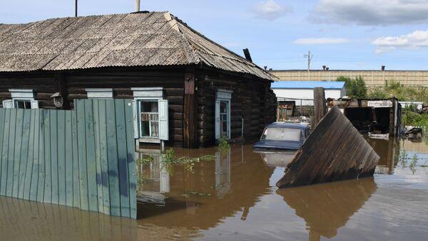 Частный дом в Чите, затопленный в результате притока воды в реке Читинка - Sputnik Việt Nam
