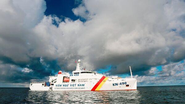 Tàu Kiểm ngư- 490 hiên ngang giữa biển khơi. - Sputnik Việt Nam