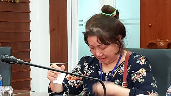 Người phụ nữ dành cả tuổi thanh xuân đi đòi đất nghẹn ngào nhắc lại những nỗi cay đắng, tủi nhục. - Sputnik Việt Nam
